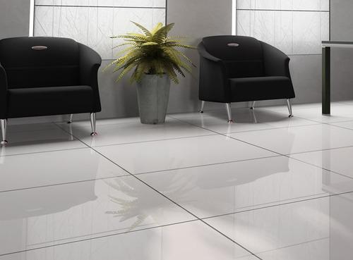 Usa limpiadores abrillantadores para que tu suelo reluzca constantemente
