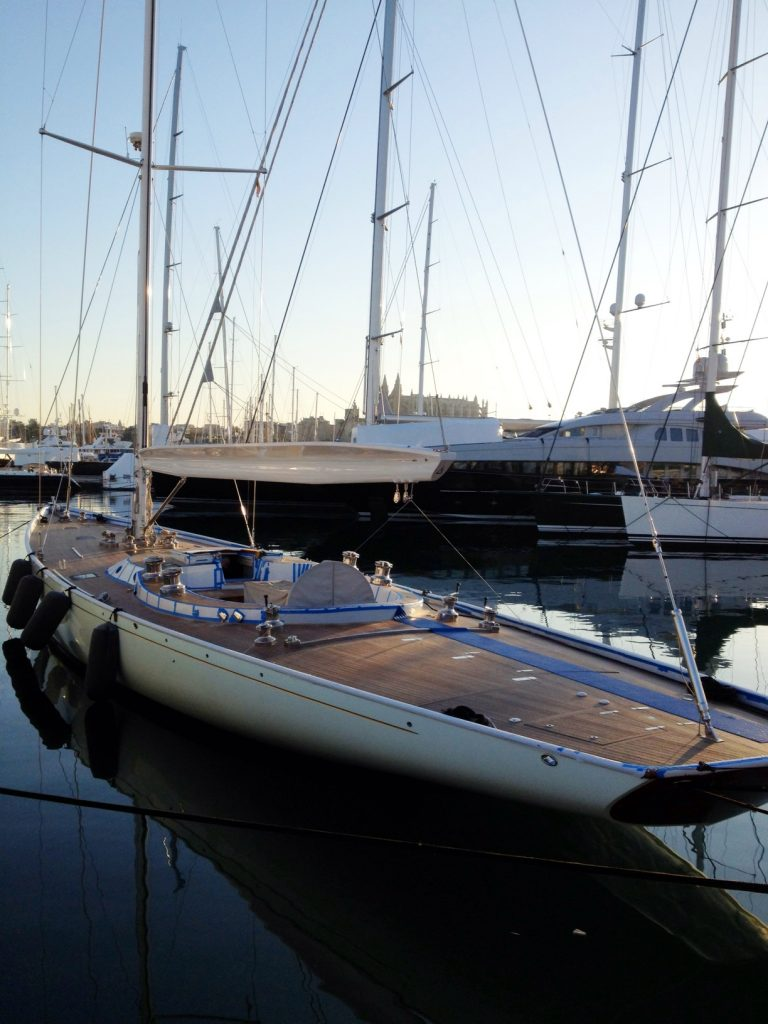 Las hidrolimpiadoras, el mejor aliado para limpiar la cubierta de una embarcación