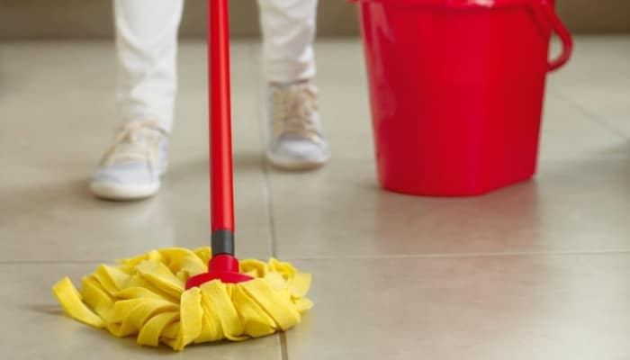 ¿Cómo limpiar el suelo de gres porcelánico para que no queden marcas? 1