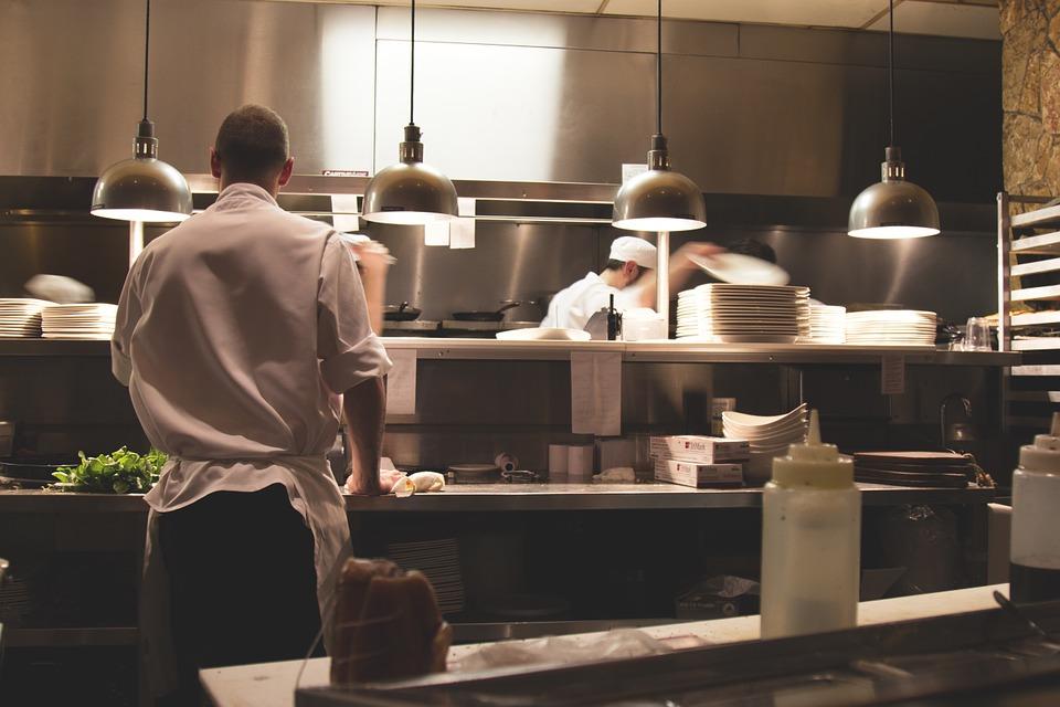 ¿Cómo limpiar la grasa del suelo de la cocina de un bar? 0