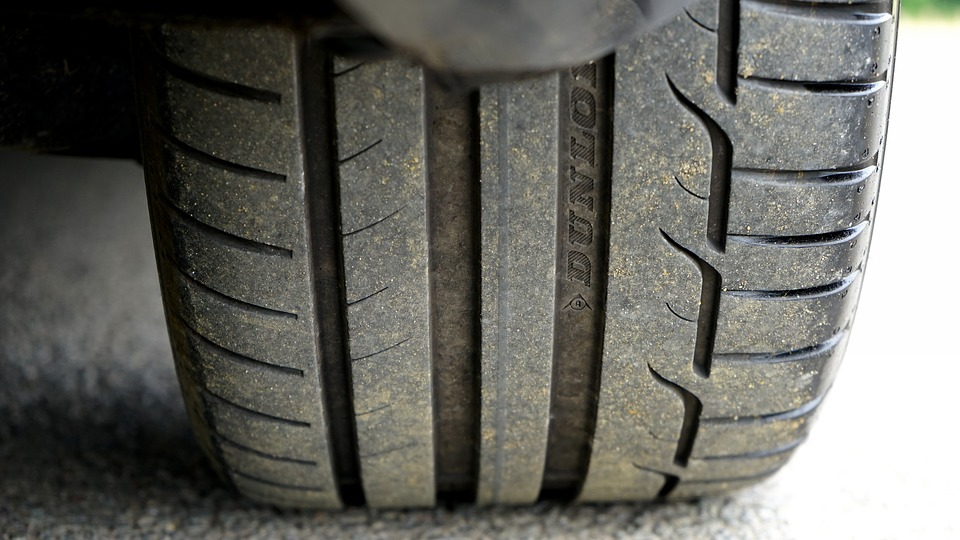 ¿Cómo elimino las manchas de neumático o goma del suelo? 0