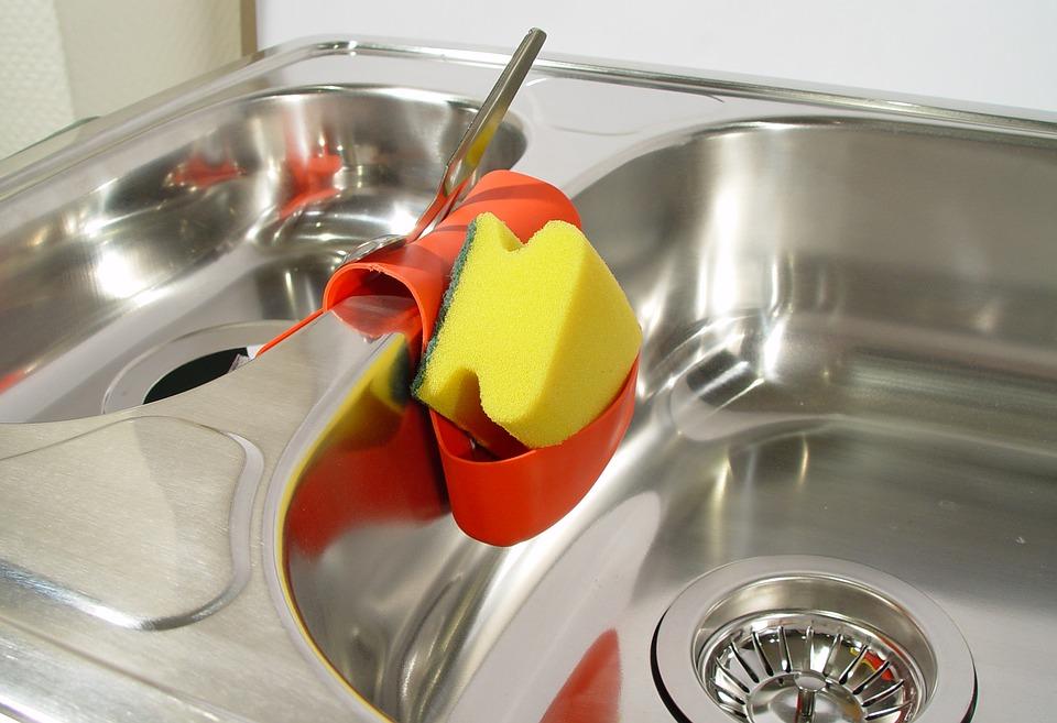 Pasos para limpiar los estropajos de la cocina 1