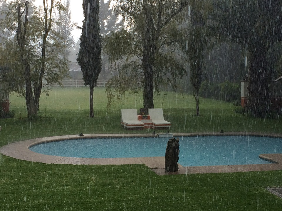 ¿Cómo volver a poner a punto la piscina tras días de lluvia? 0