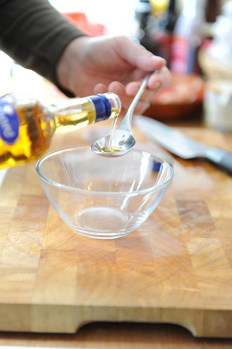 ¿Cómo limpiar las manchas de aceite del delantal y paños de cocina? 0