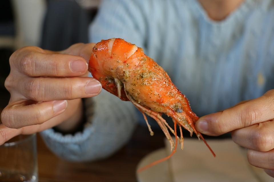 Cómo eliminar las manchas de marisco de los manteles tras las comidas de navidad 0