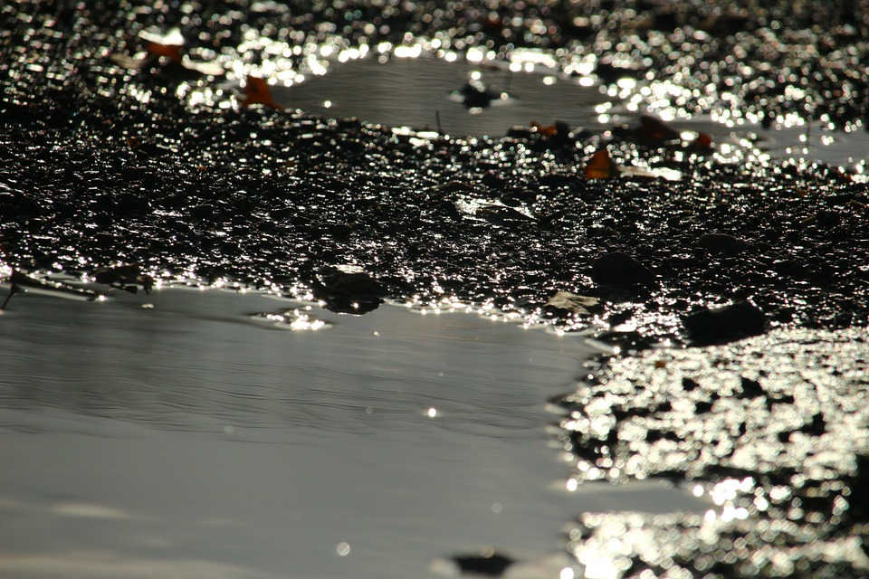 ¿Cómo recoger un derrame de aceite del suelo? 0