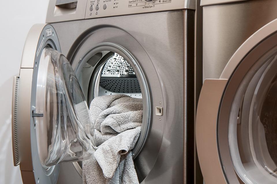 Más detergente no significa ropa más limpia.