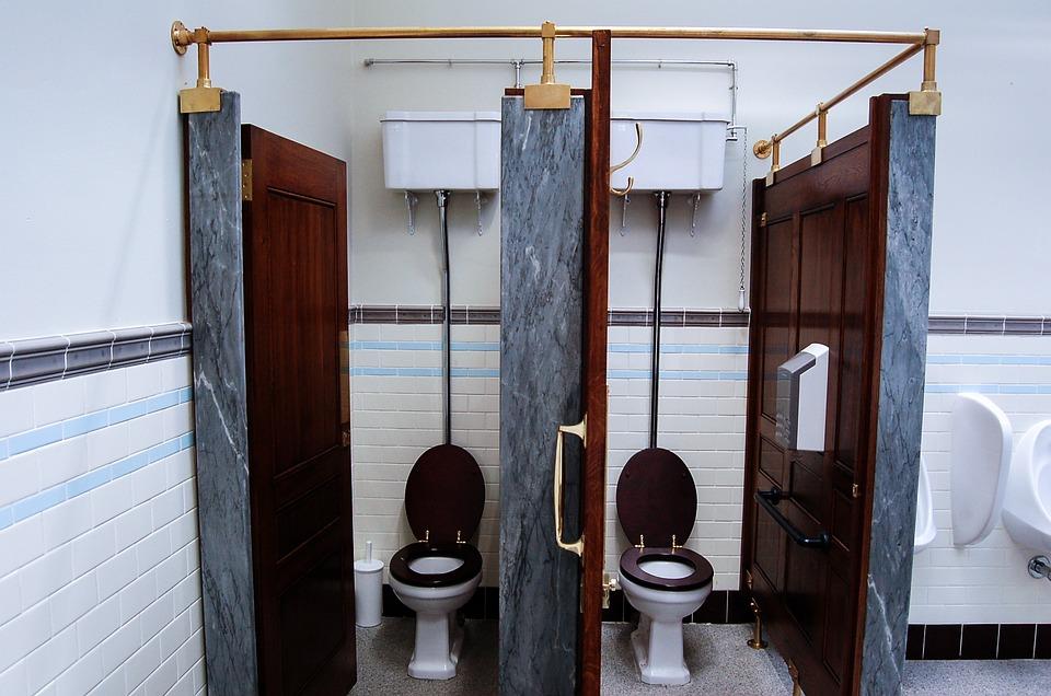 Mejora la satisfacción de tus clientes con un plus de higiene en los baños.