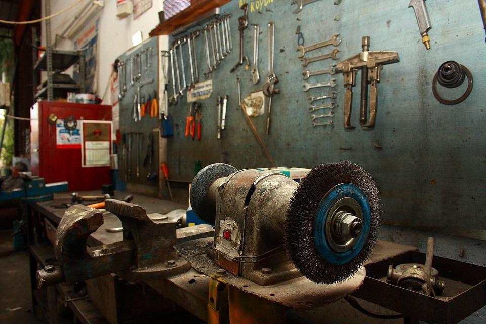 Tres productos de limpieza muy útiles en un taller mecánico