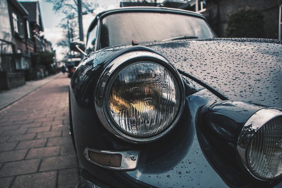 Limpiar los faros del coche para que se mantengan en buen estado 0