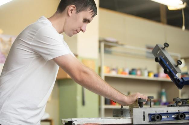 Cómo limpiar residuos de pintura plastisol y laca del suelo.