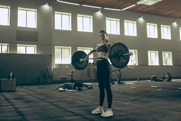 Cómo limpiar el suelo de caucho de un gimnasio después de una obra.