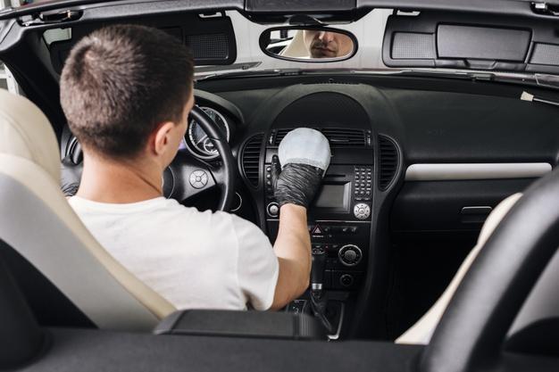 Cómo desinfectar las zonas del coche con mayor acumulación de bacterias