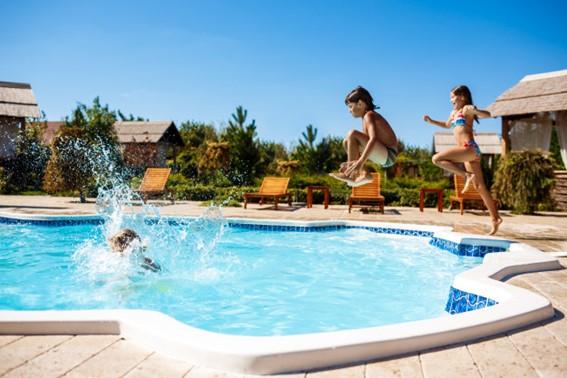 Cómo afecta tener el cloro alto en una piscina